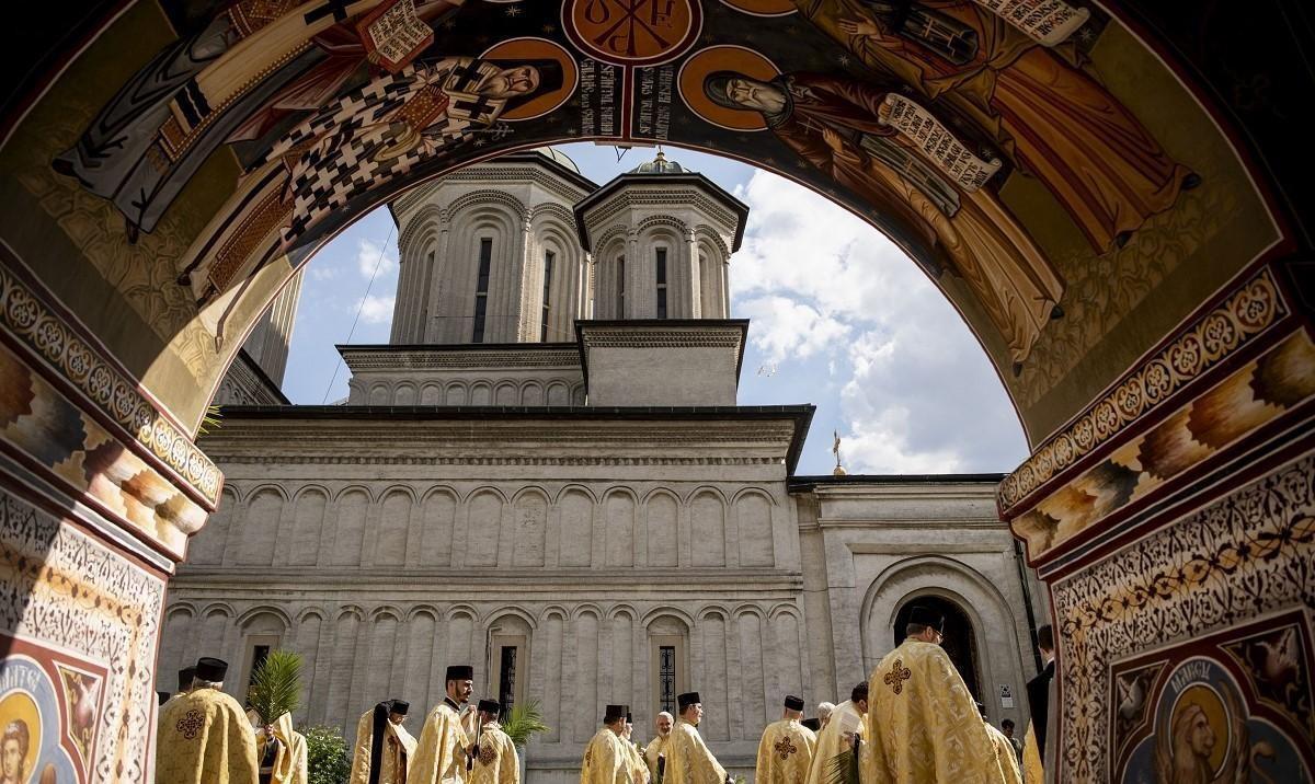 Creştinii prăznuiesc astăzi Floriile. Slujba de la Patriarhie va fi oficiată la Altarul Mare de vară, cu respectarea regulilor sanitare