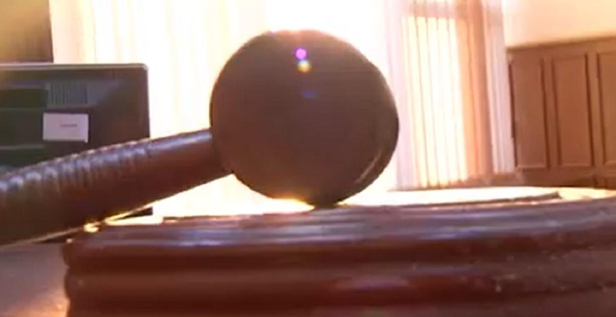 O soţie înşelată a fost dată în judecată de amanta care considera că i-a fost pătată imaginea pe reţelele sociale