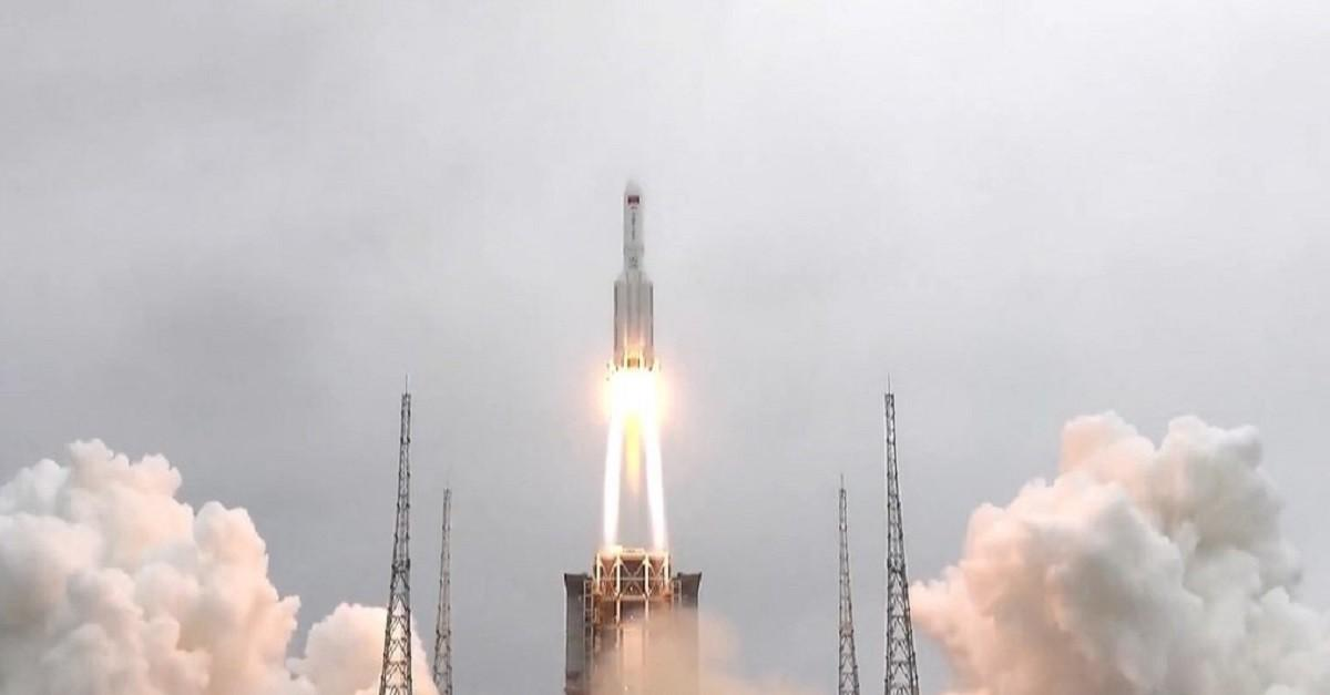 China a anunțat că racheta rătăcită în spaţiu s-a prăbuşit în Oceanul Indian, în zona insulelor Maldive
