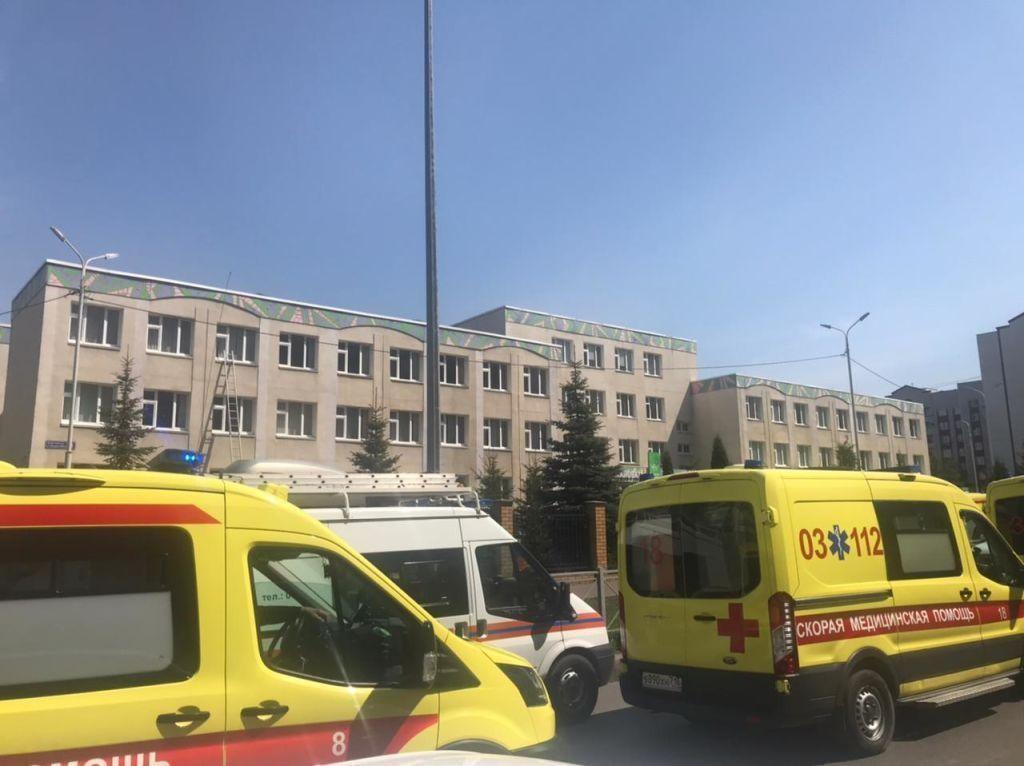 Atac armat într-o școală din Rusia. Mai mulți elevi au sărit de la etajul trei al clădirii, pentru a scăpa de atacator