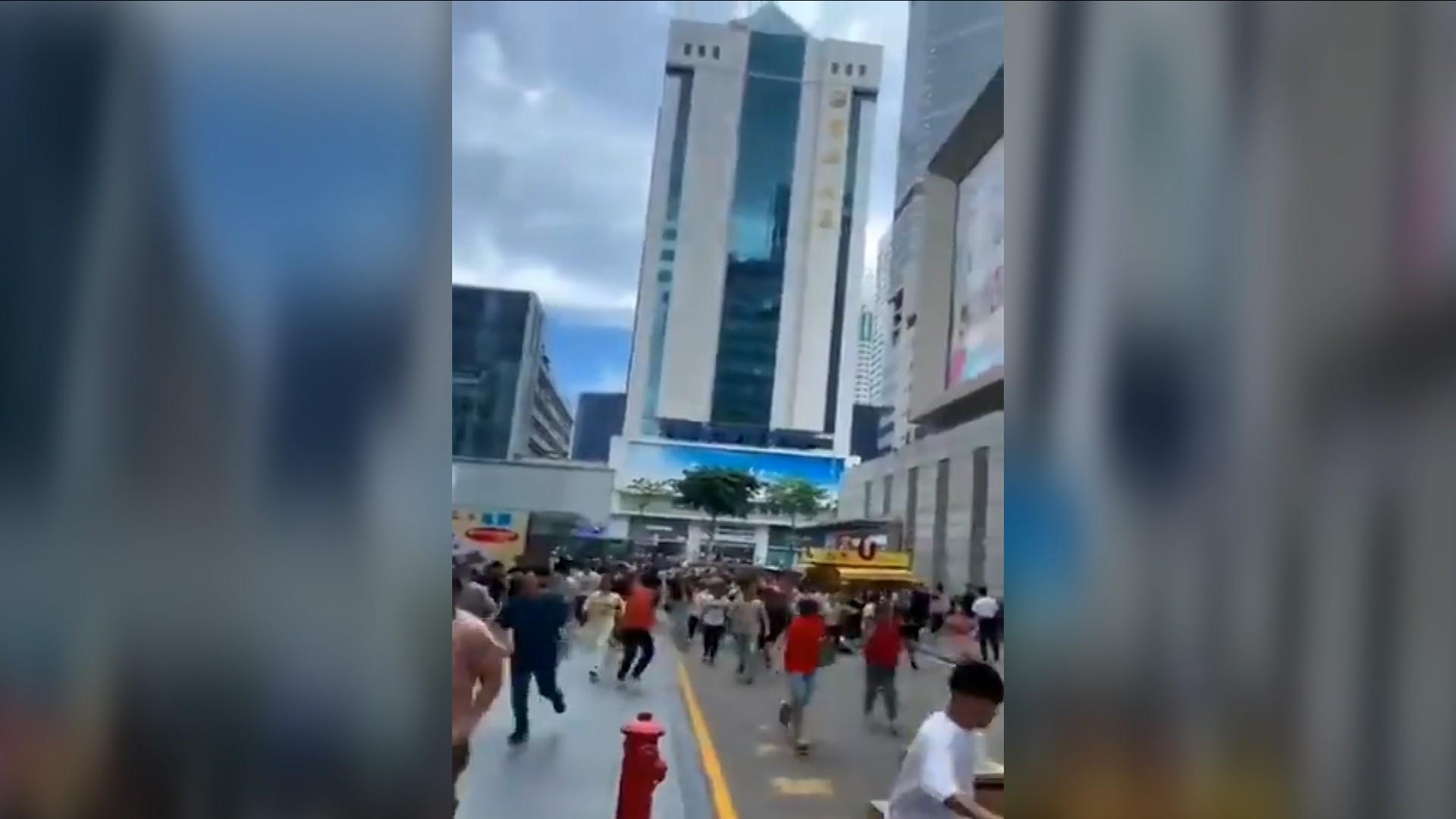 Panică în Shenzhen după ce un zgârie-nori de 300 de metri a început să se clatine din senin, fără a fi cutremur