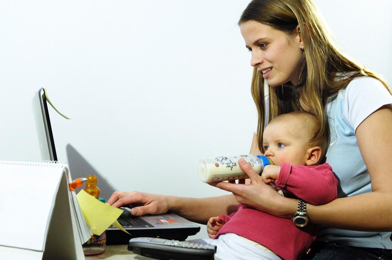 România, la coada clasamentului UE privind telemunca. Doar 2.5% dintre români lucrau anul trecut, în mod obişnuit, de la domiciliu