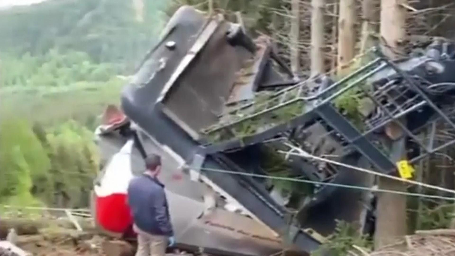 Cine sunt victimele tragediei din Italia: două familii întregi au murit. Telecabina s-a rostogolit pe versant 500 de metri