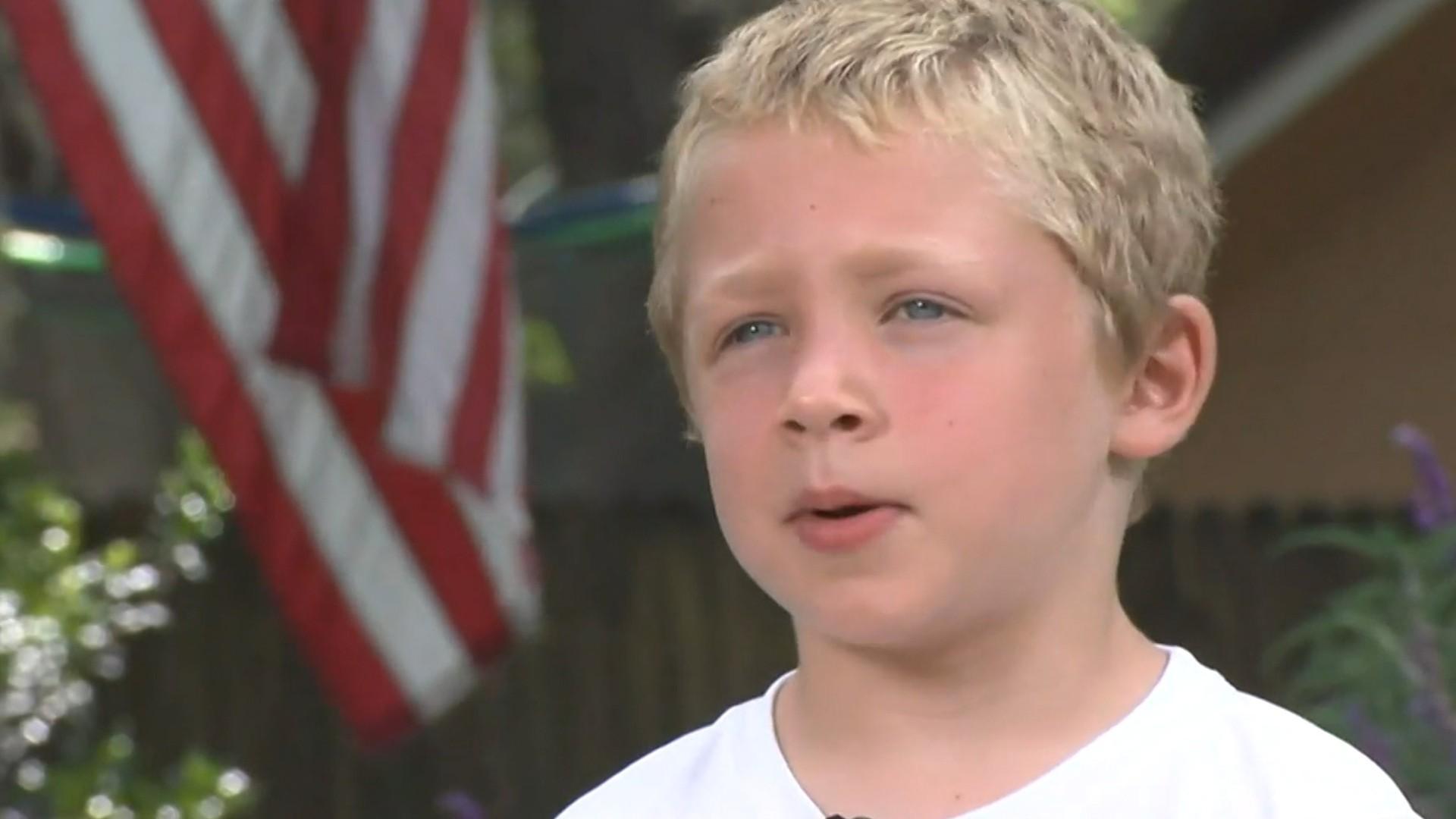 Un băiețel de 7 ani a înotat timp de o oră pentru a cere ajutor pentru tatăl și sora sa, în pericol de înec