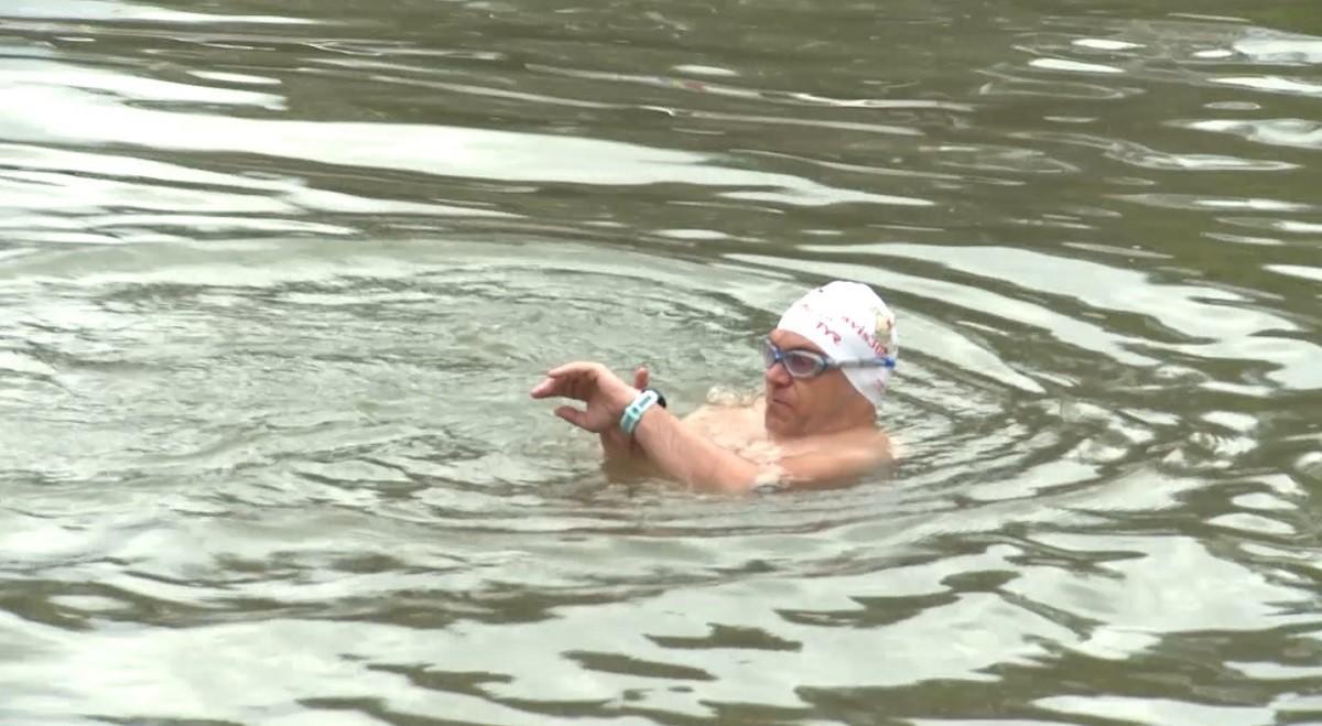 Avram Iancu țintește un nou record mondial: vrea să înoate 150 de kilometri fără oprire!
