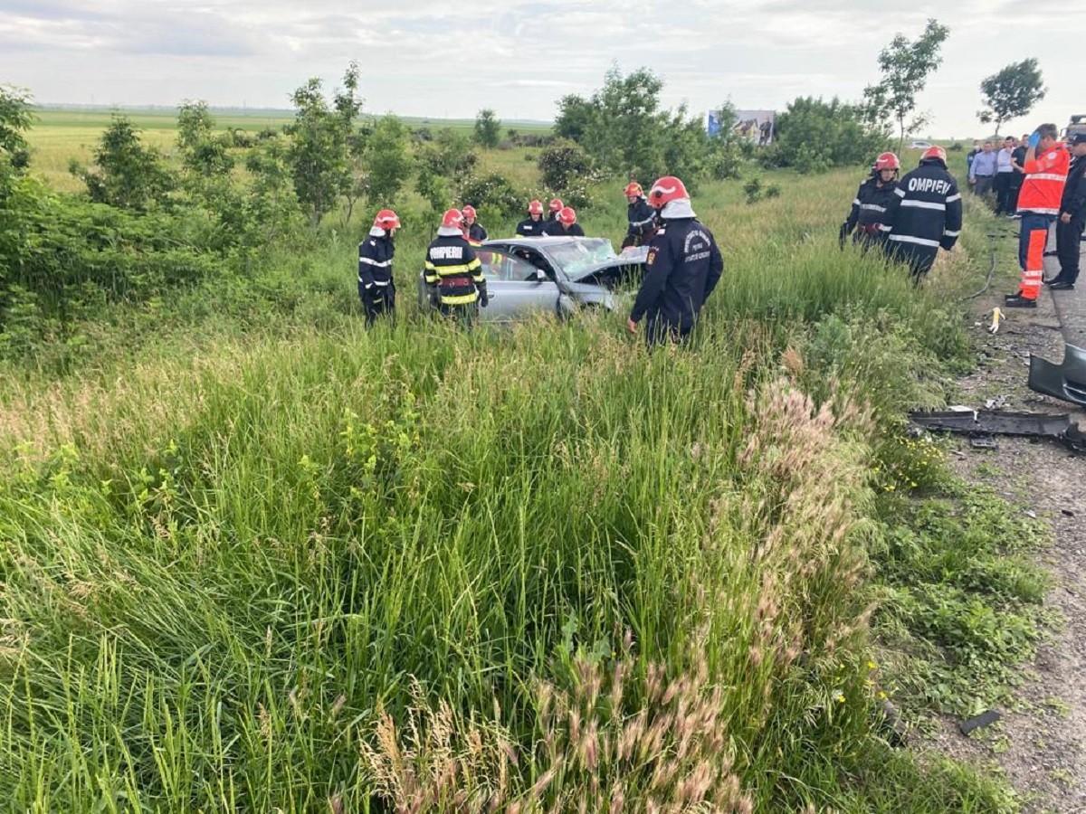 Carambol cu patru maşiniîn Buzău. Sunt cinci victime, o femeie a fost aruncată pe caldarâm