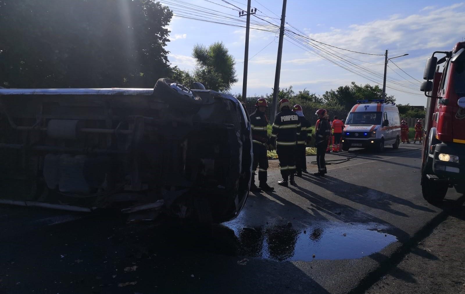 Accident cumplit în apropiere de Aninoasa, între un microbuz cu copii și o mașină. Două persoane au murit