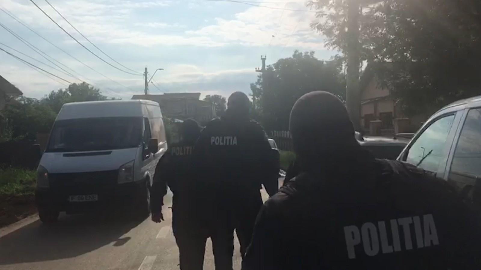 Primarul din Ștefănești, acuzat că a violat o fetiță de 13 ani. Victima a rămas însărcinată în urma abuzului