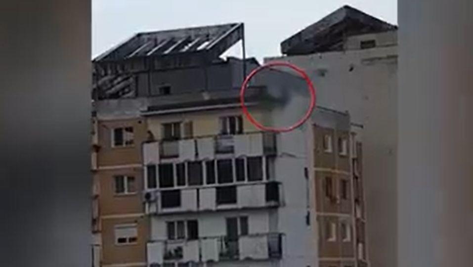 Sinucidere dramatică la Arad: S-a aruncat în gol de pe un bloc cu șase etaje