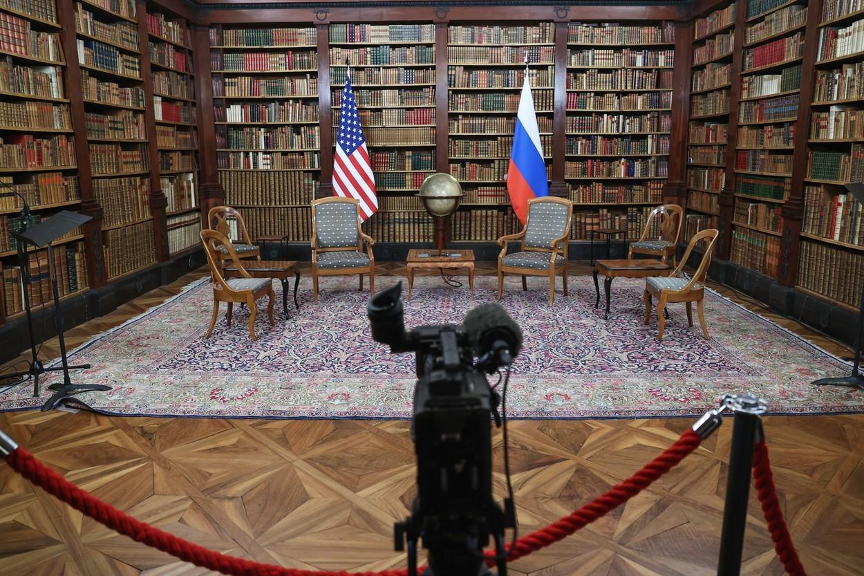 A început întâlnirea istorică dintre Joe Biden şi Vladimir Putin: trei teme importante au fost trecute pe agendă