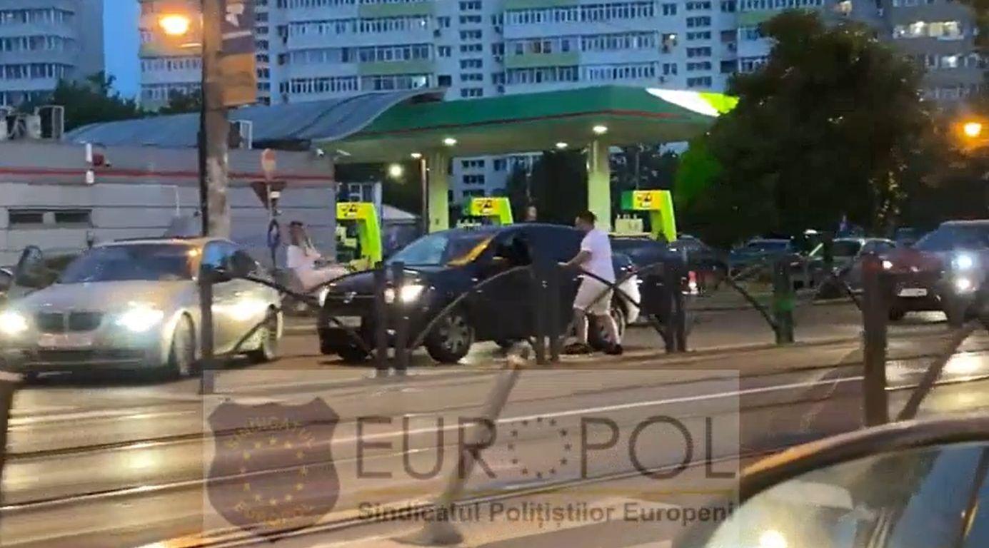 Scene de groază în București. Bărbat în Logan, blocat în trafic și bătut cu o crosă de golf de șoferul unui BMW. Reacția Poliției Capitalei