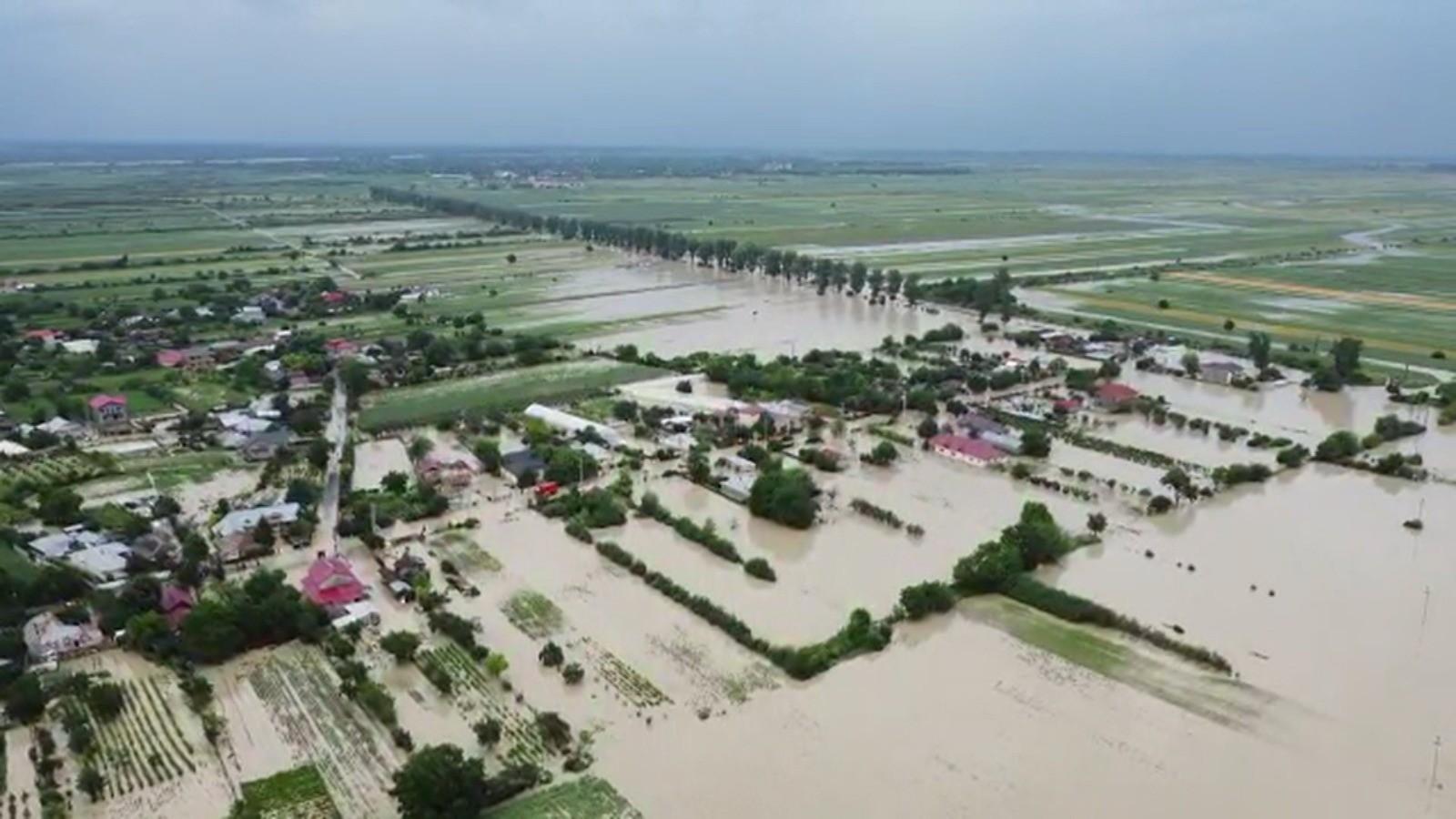 Inundații, culturi distruse și vieți luate de ape, bilanțul dramatic după două săptămâni de ploi torenţiale şi furtuni. Urmează zile de caniculă