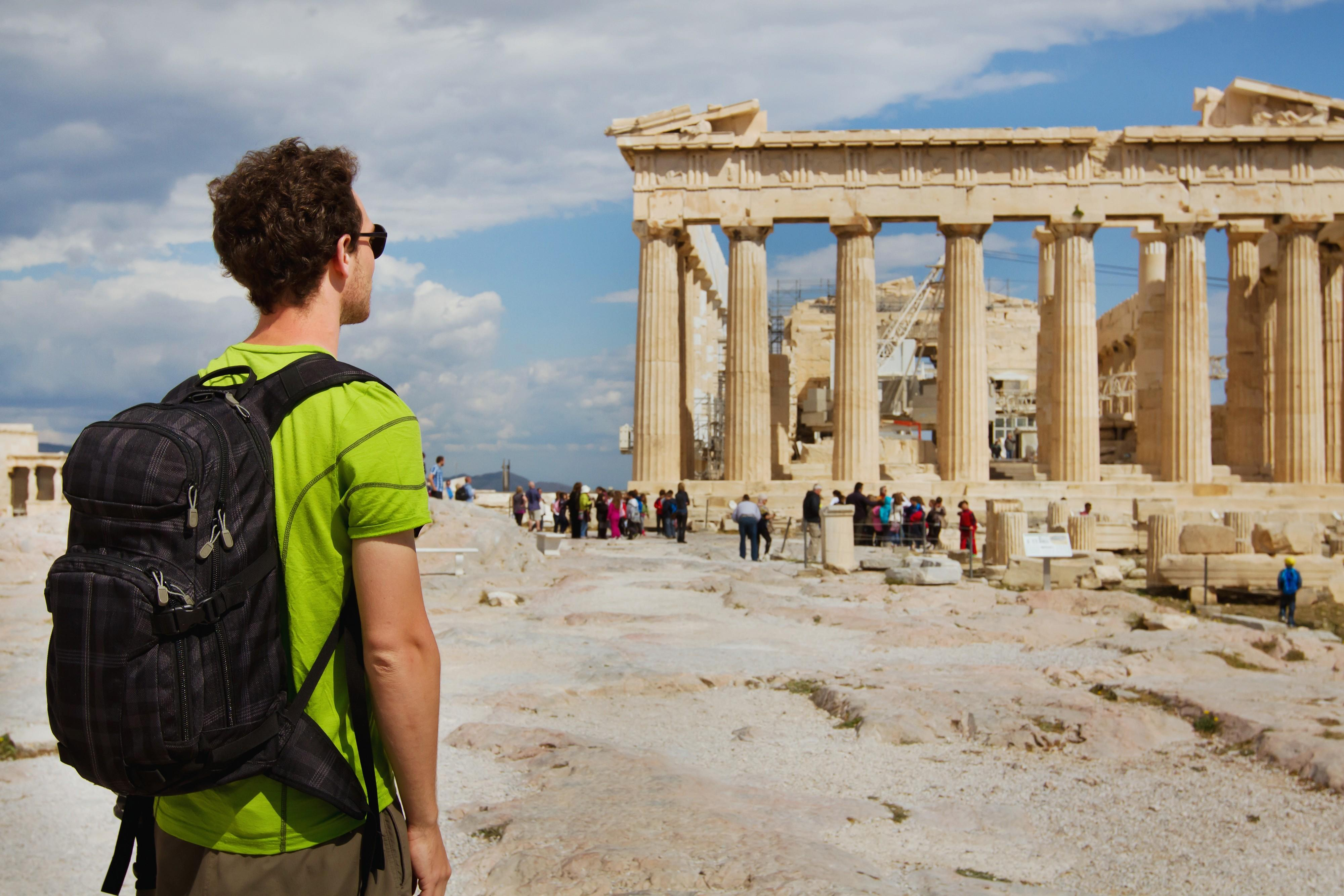 Vești bune pentru turiști. Grecia renunţă la mască în exterior şi la interdicţia de circulaţie nocturnă