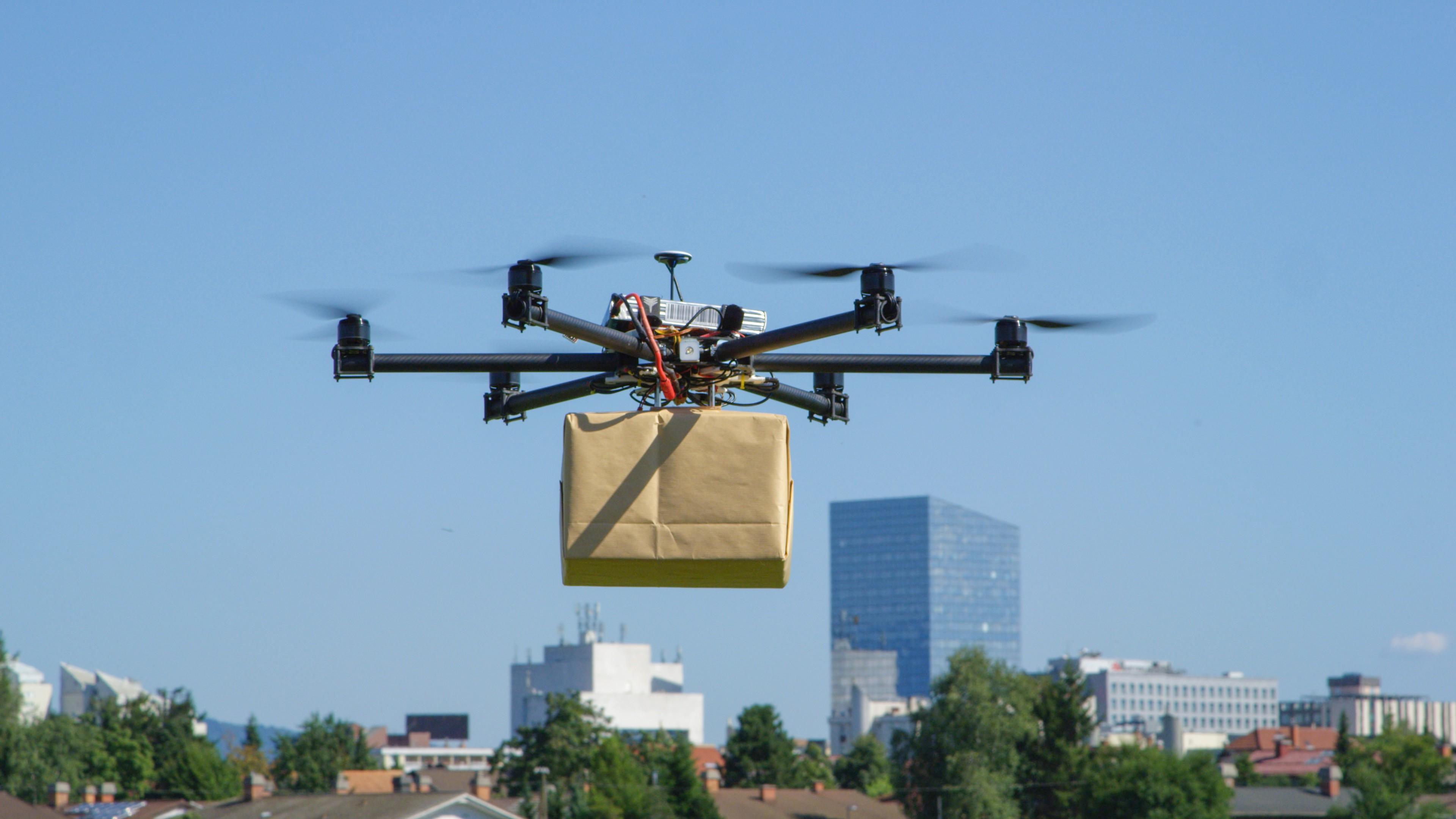 Livrarea de colete cu ajutorul dronelor, tot mai aproape de realitate