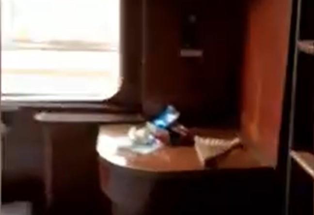 Călătorie de coșmar într-un tren Baia Mare - Mangalia. Oamenii spun că nu există aer condiționat, iar temperatura în compartiment a urcat la 60 de grade