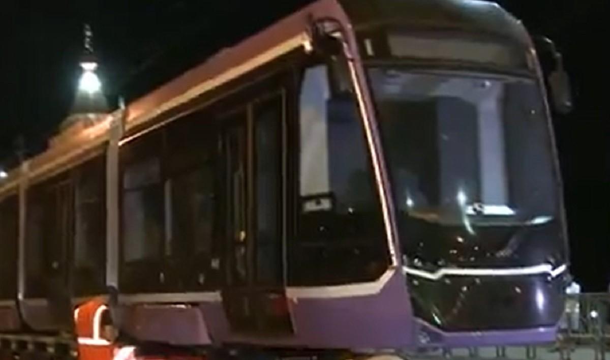 Cel mai lung tramvai din ţară a fost pus pe şine, în Timişoara. Are o capacitate de 200 de călători și o autonomie pe baterie de 64 de kilometri