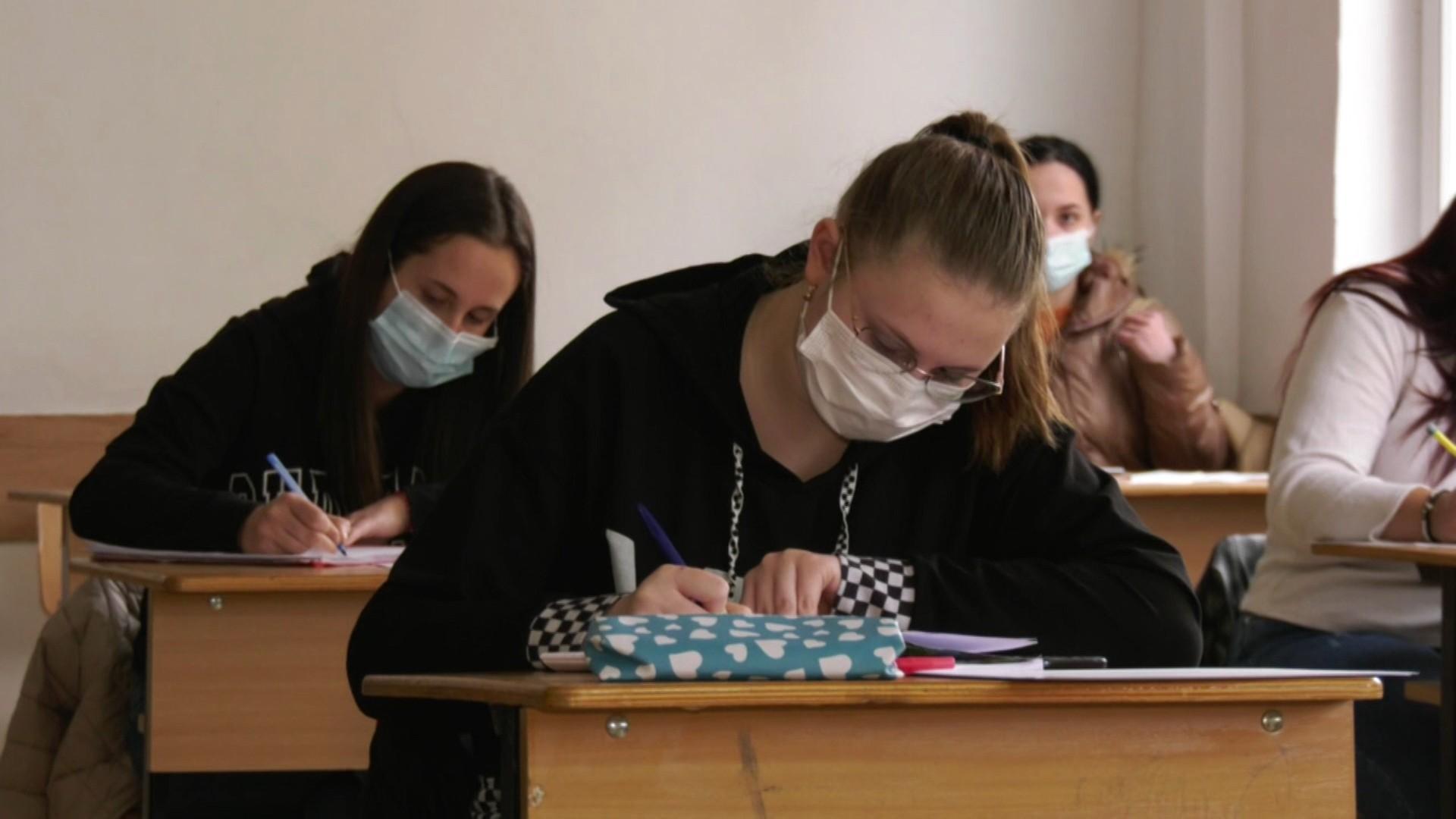 Primele reacții după BAC-ul la română. Elevii s-au arătat surprinși de subiectele primite