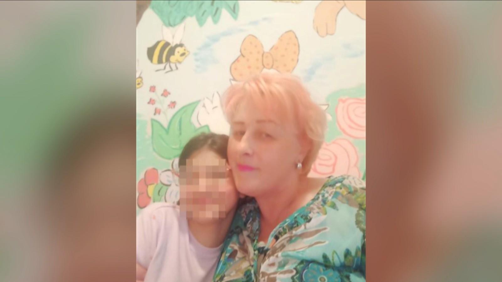 Fetiță din Suceava, umiliă și înfometată de părinți. Îngroziți de țipetele micuței, vecinii au sesizat autoritățile