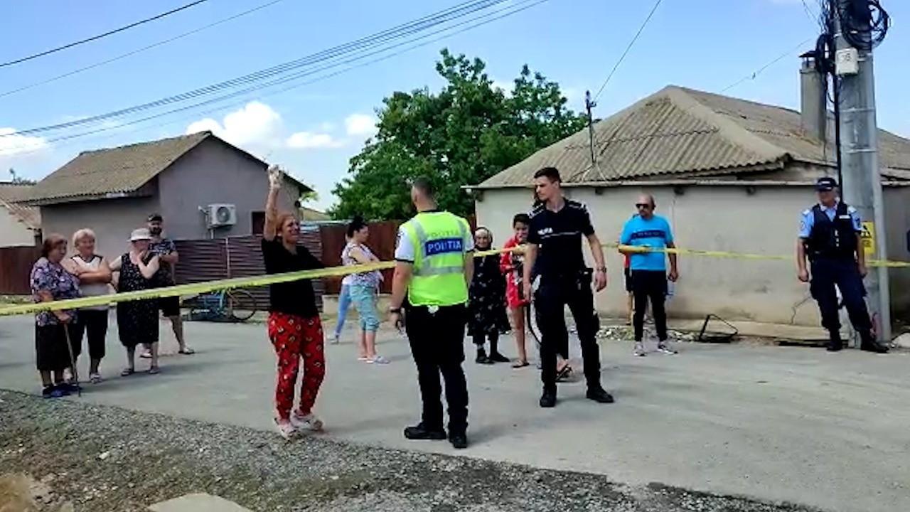 """Reacţia soţiei bărbatului ucis şi mama fetei violate din Corbu: """"Ce-ai făcut şi nu ştiu eu?"""""""