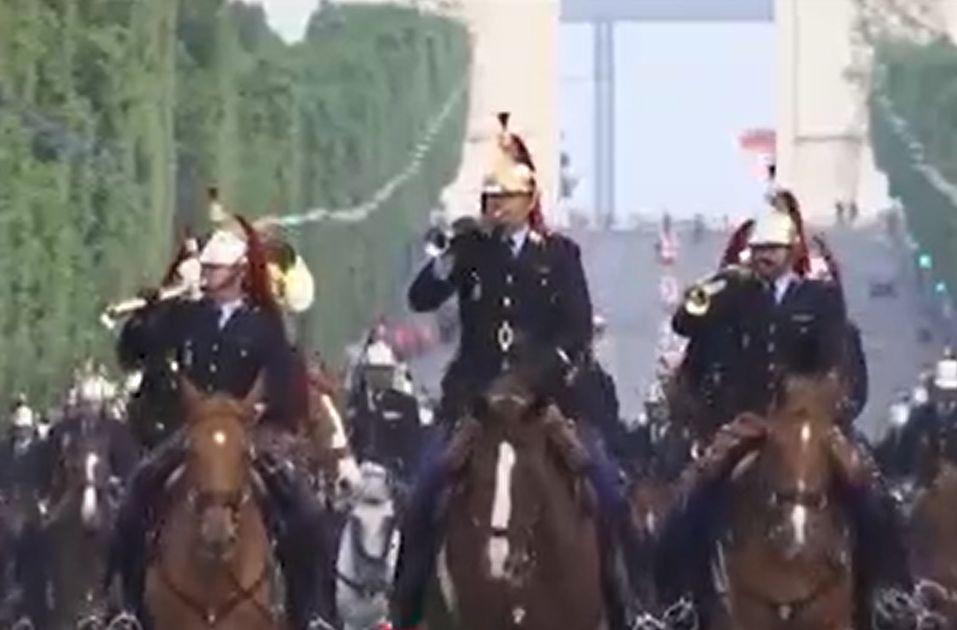 Paradă cu distanţă de Ziua Naţională a Franţei