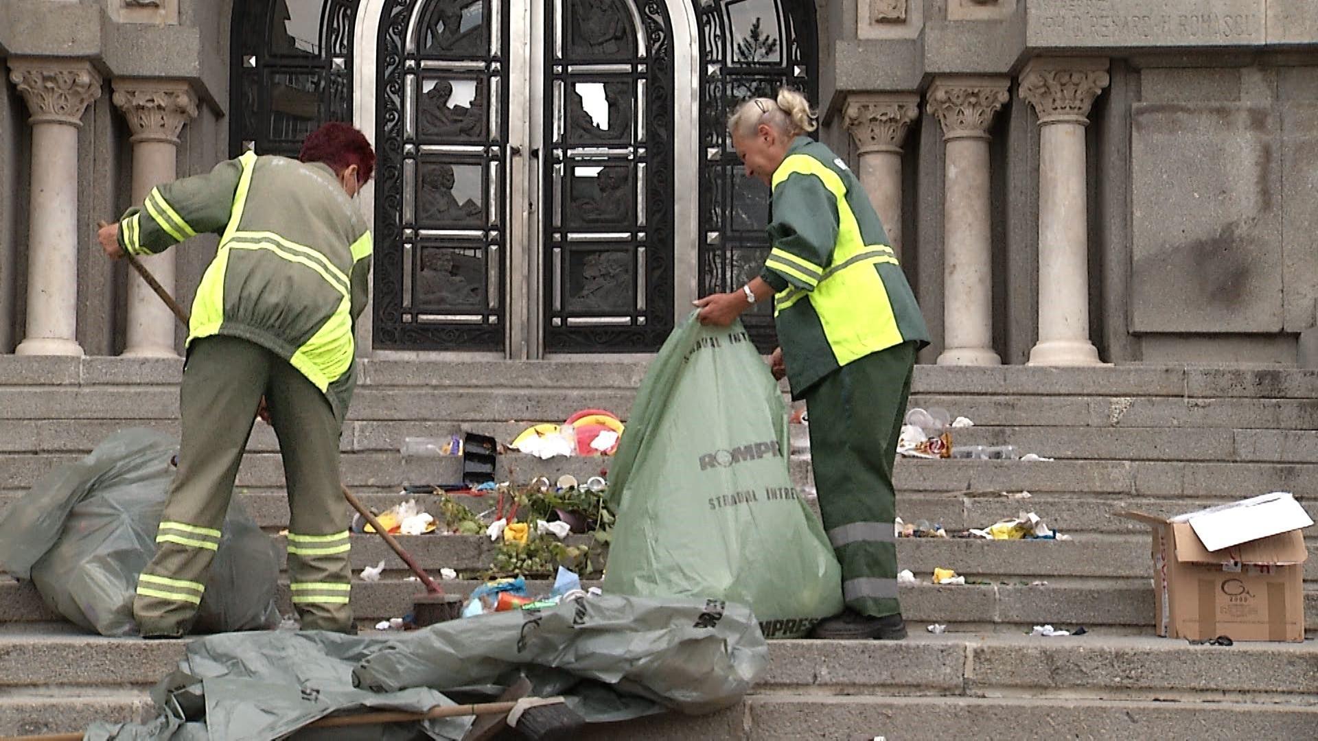 Soluțiile edililor la problema gunoiului din Bucureşti:o nouă groapă degunoi sau depozitarea deșeurilor în alte județe