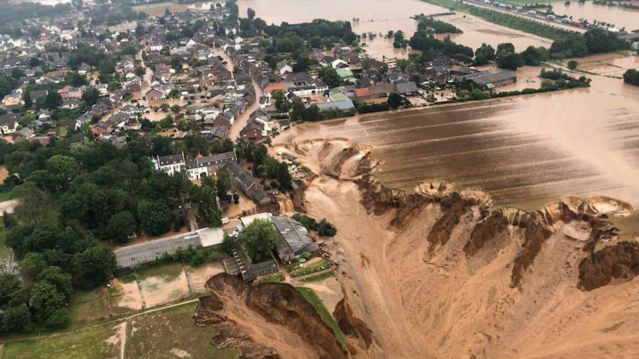 Germania, îngenunchiată în faţa naturii. Alunecări de teren, case distruse, maşini luate de ape şi peste 100 de morţi în urma inundaţiilor devastatoare