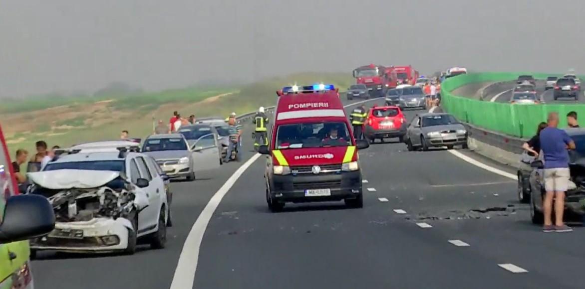 Primele imagini de la accidentul cu 20 de maşini de pe Autostrada Soarelui. Sunt mai multe victime