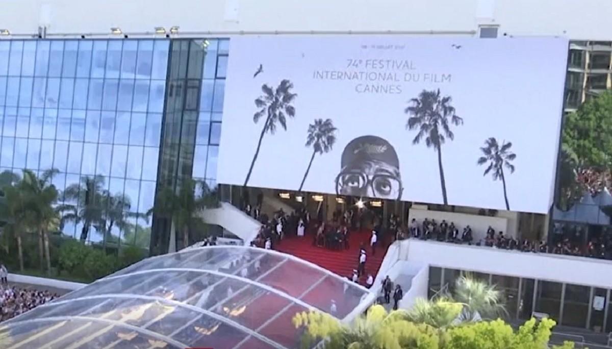 """Cannes 2021 - Lungmetrajul """"Titane"""", de Julia Ducournau, premiat cu trofeul Palme d'Or. Lista completă a câştigătorilor"""