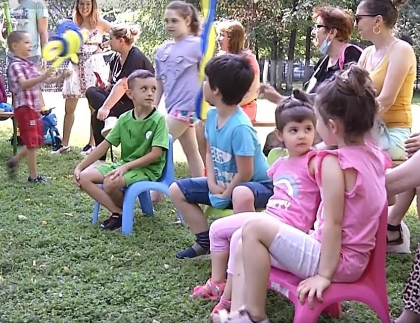 Educaţie prin joacă,în Grădina Valorilor Româneşti. Copiii au învăţat şi s-au distrat