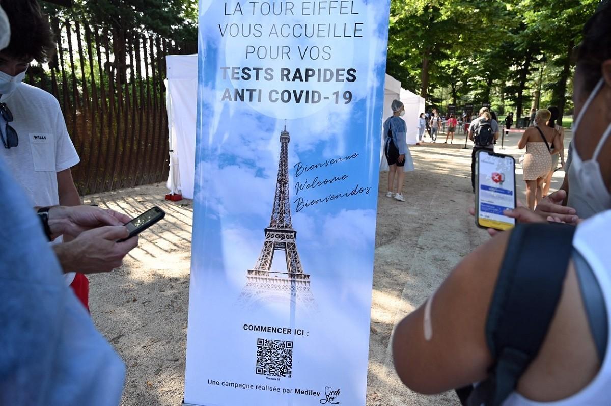 Valul patru aduce noi restricţii în Franţa. Certificatul sanitar, cerut din august în baruri, restaurante sau mijloace de transport în comun
