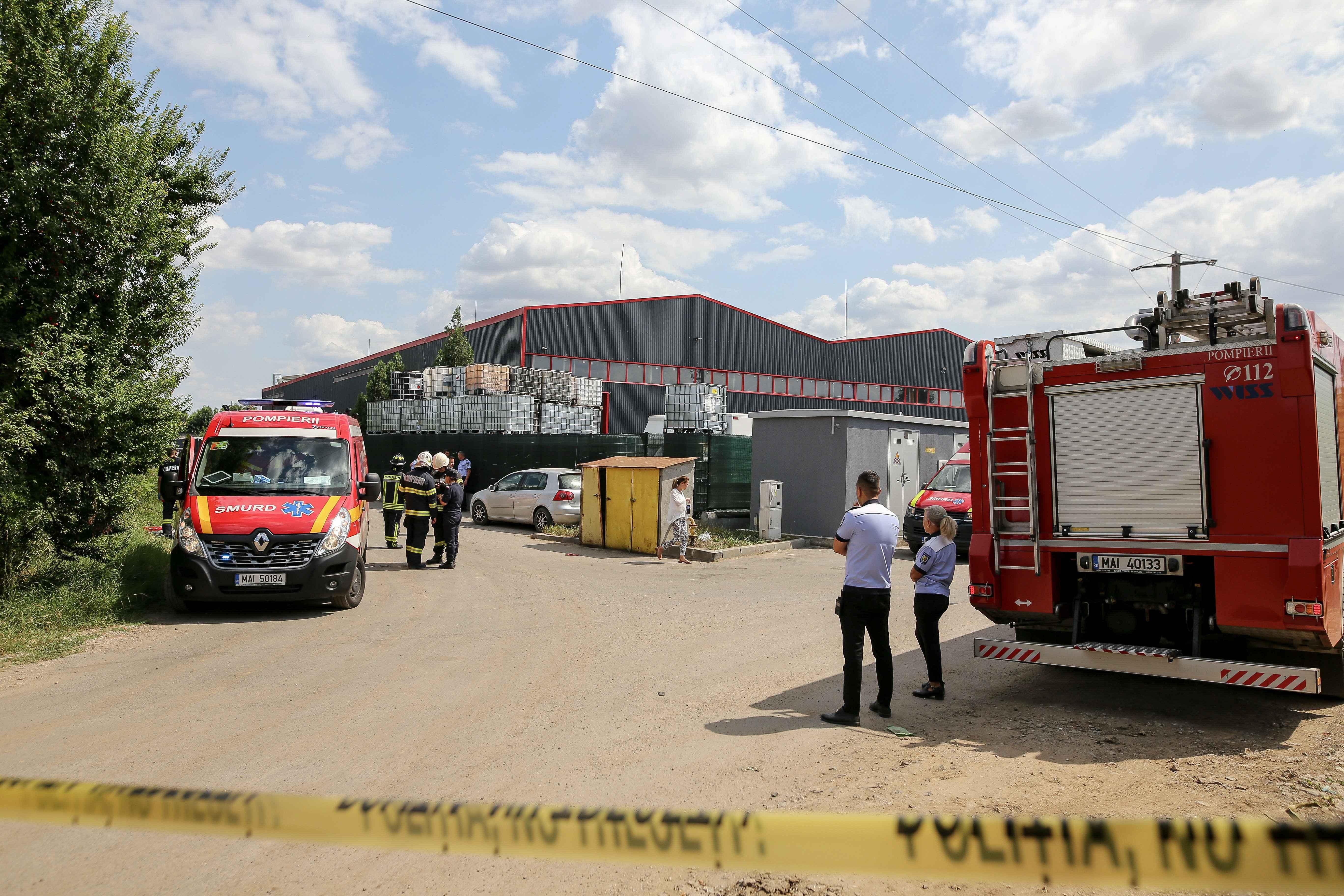 Incendiula o hală de reciclare în Popeşti-Leordeni, soldat cu 11 răniți, dintre care 5 în stare gravă. Un utilaj a explodat