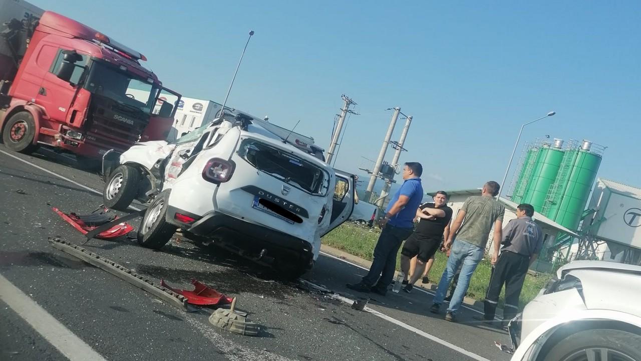 Patru oameni morți în Sibiu, după un accident înfiorător. O Dacia Duster s-a izbit violent de un camion, victimele n-au avut nicio șansă