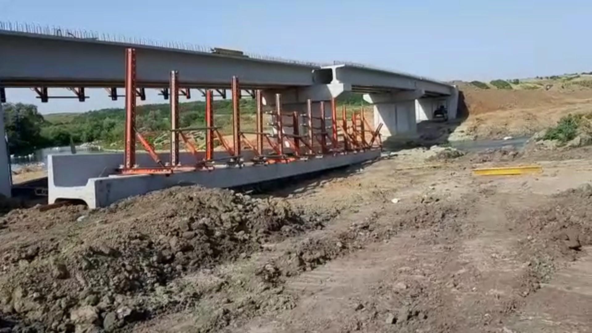 Un pod care trece peste râul Teleorman s-a prăbușit la Orbeasca de Sus. Sunt șase răniţi