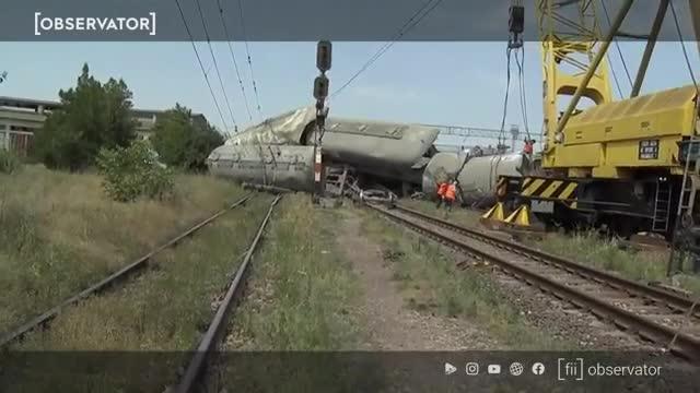 Primele imagini cu accidentul feroviar de la Fetești. Cătălin Drulă: Se pare că mecanicul a adormit și era băut. Lista trenurilor spre litoral afectate
