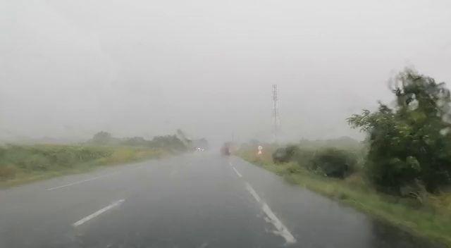 Cod roșu de ploi torențiale și vijelii puternice în 4 județe ale țării: Galați, Iași, Vrancea și Botoșani. VIDEO