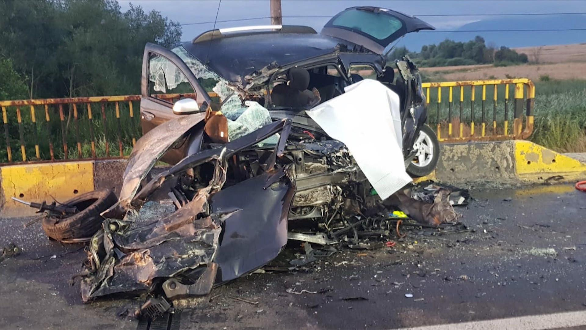 Dusted cars in a fatal accident on DN1, in Brașov.  Two people died and four others were taken to hospital