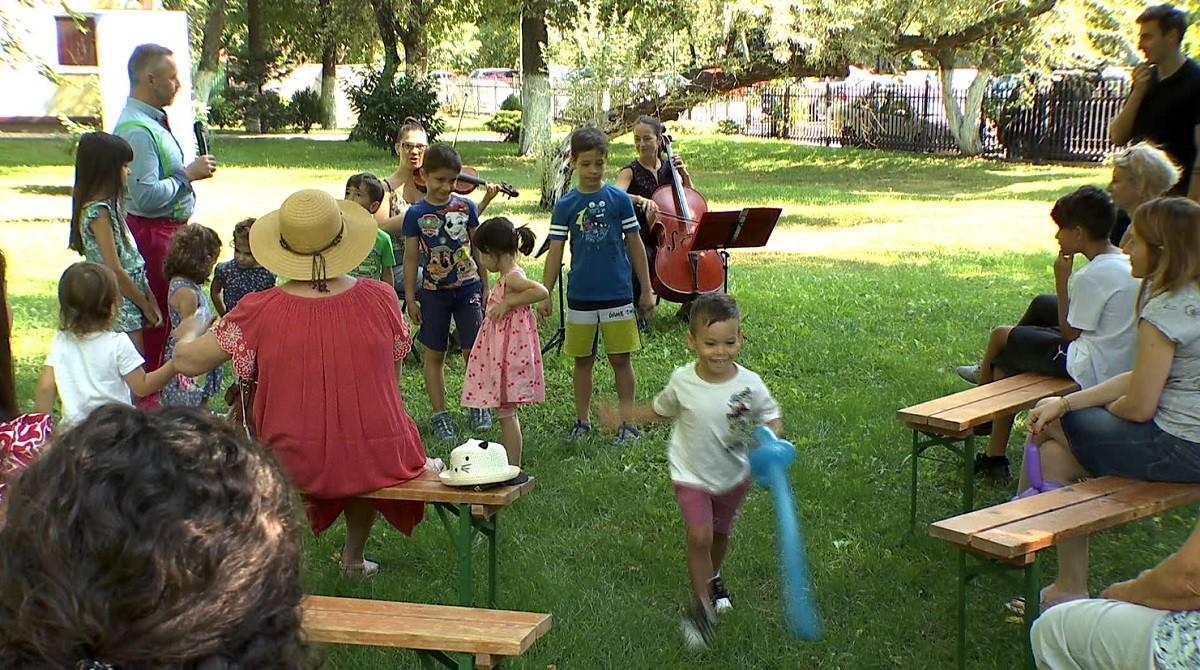 Distracţie şi voie bună la Şcoala de Vară FDVDR. Tabere tematice, concursuri, dar și spectacole în aer liber pentru copii