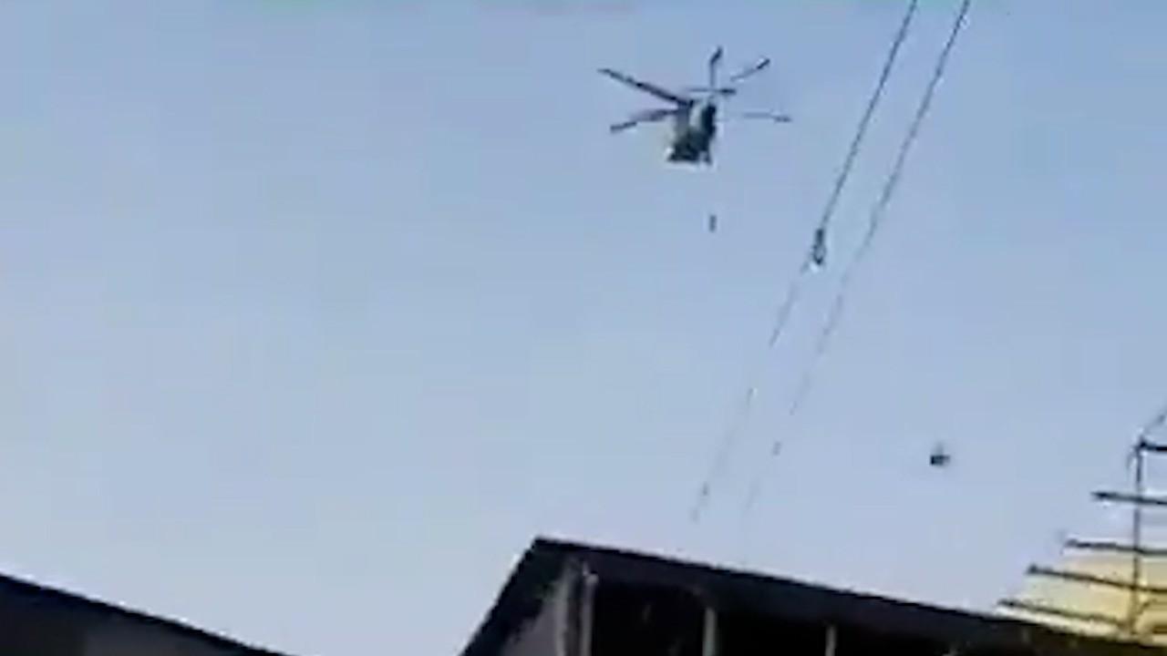 VIDEO. Talibanii se laudă că au reușit să zboare cu un elicopter Black Hawk în Kandahar. Armata SUA spune că a distrus zeci de avioane şi blindate
