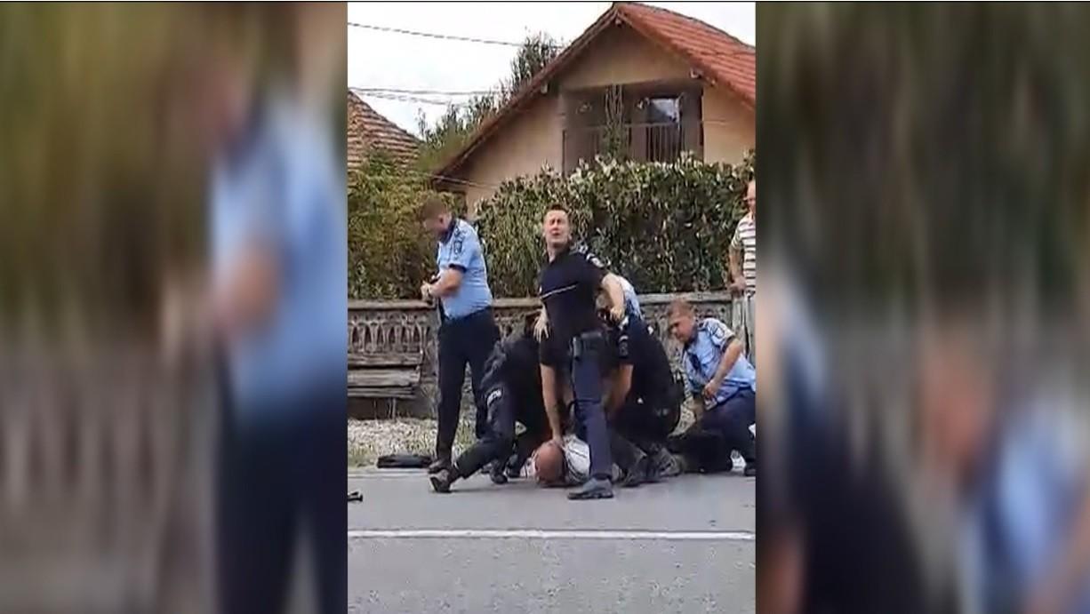 """Scandal monstru într-o comună din Gorj. Un bărbat şi-a luat la bătaie fratele şi cumnata, apoi a distrus maşina poliţiei: """"Atâta violenţă n-am văzut la nimeni"""""""