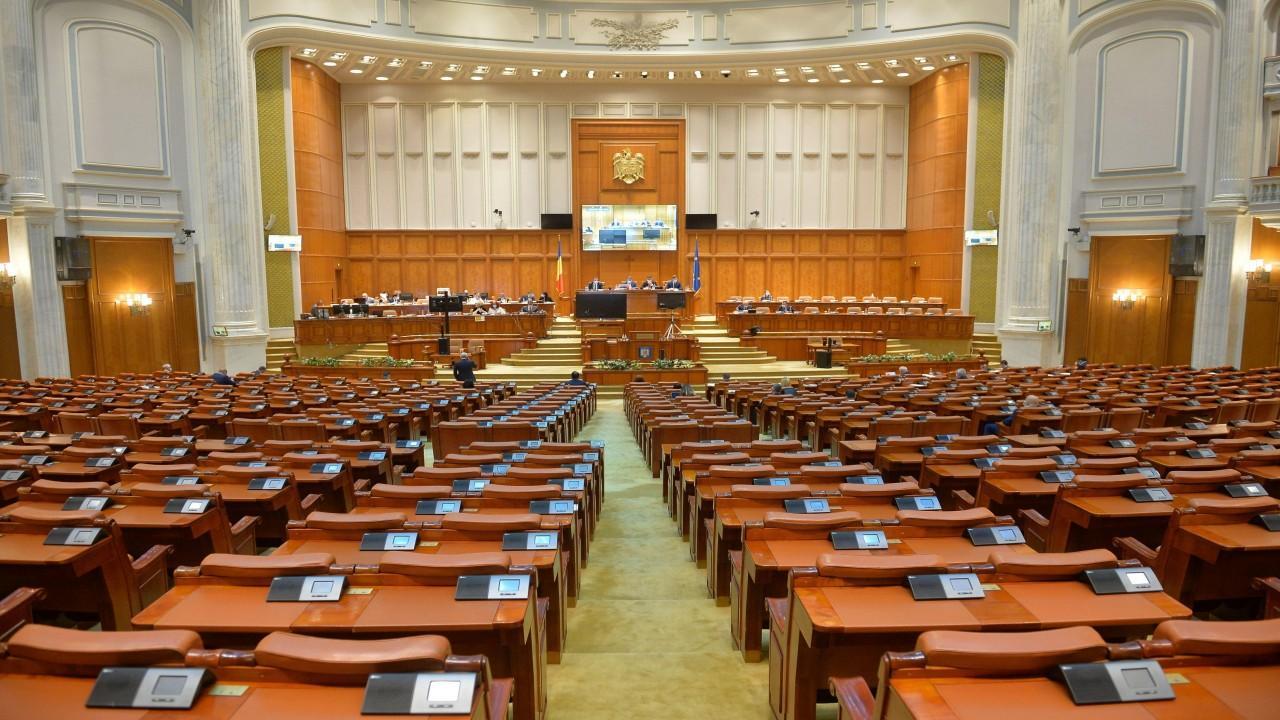 Moţiunea de cenzură USR PLUS - AUR a fost blocată. Şedinţa Birourilor Permanente reunite, convocată marţi, pentru a patra oară