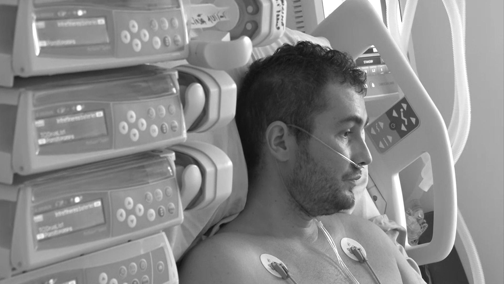 Tânărul de 34 de ani, care a stat intubat la ATI timp de trei săptămâni, a murit la două ore după ce s-a externat. Bărbatul a refuzat să se vaccineze pentru că nu credea în boală