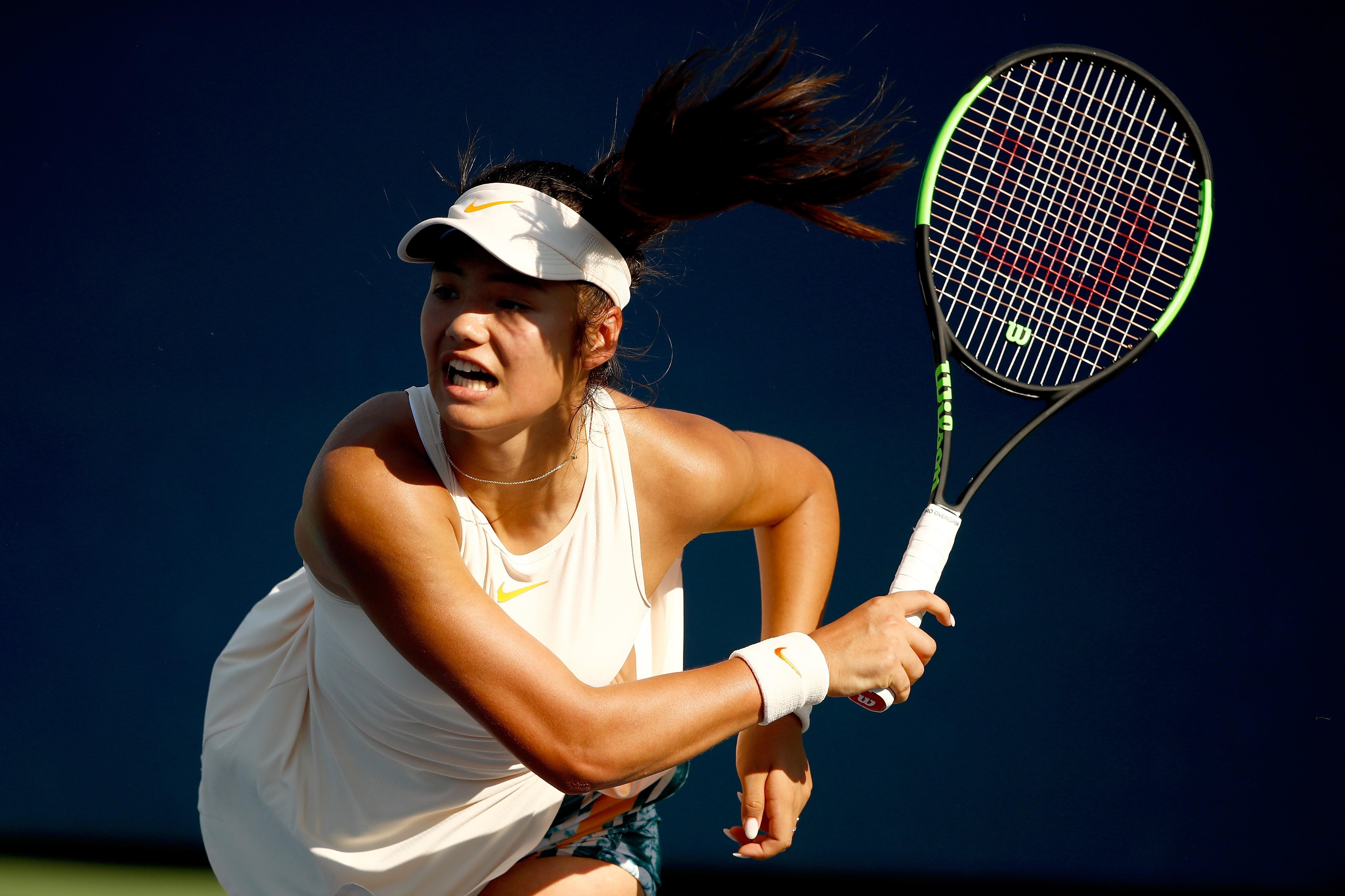 Emma Răducanu rescrie istoria tenisului. Sportiva îşi cumpărase bilete de avion pentru finalul calificărilor la US Open, acum e în careul de aşi