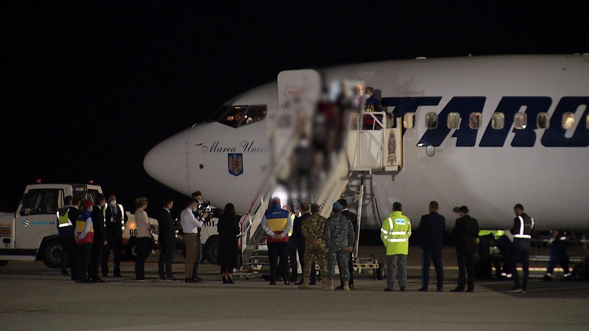 139 de cetățeni afgani au ajuns în România. Refugiaţii vor intra în carantină pentru două săptămâni