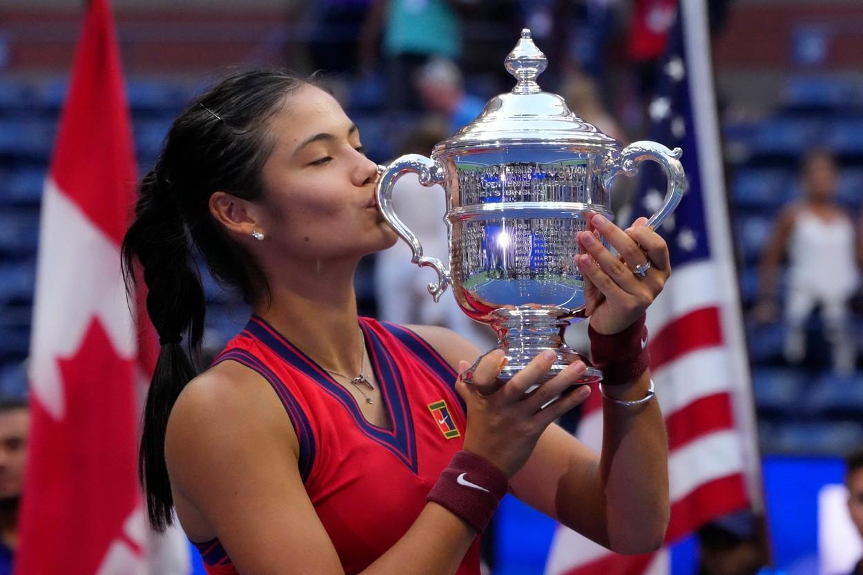 Emma Răducanu a câştigat US Open 2021. Sportiva cu origini românești este noua campioană, după ce a învins-o în finală pe Leylah Fernandez, scor 6-4, 6-3