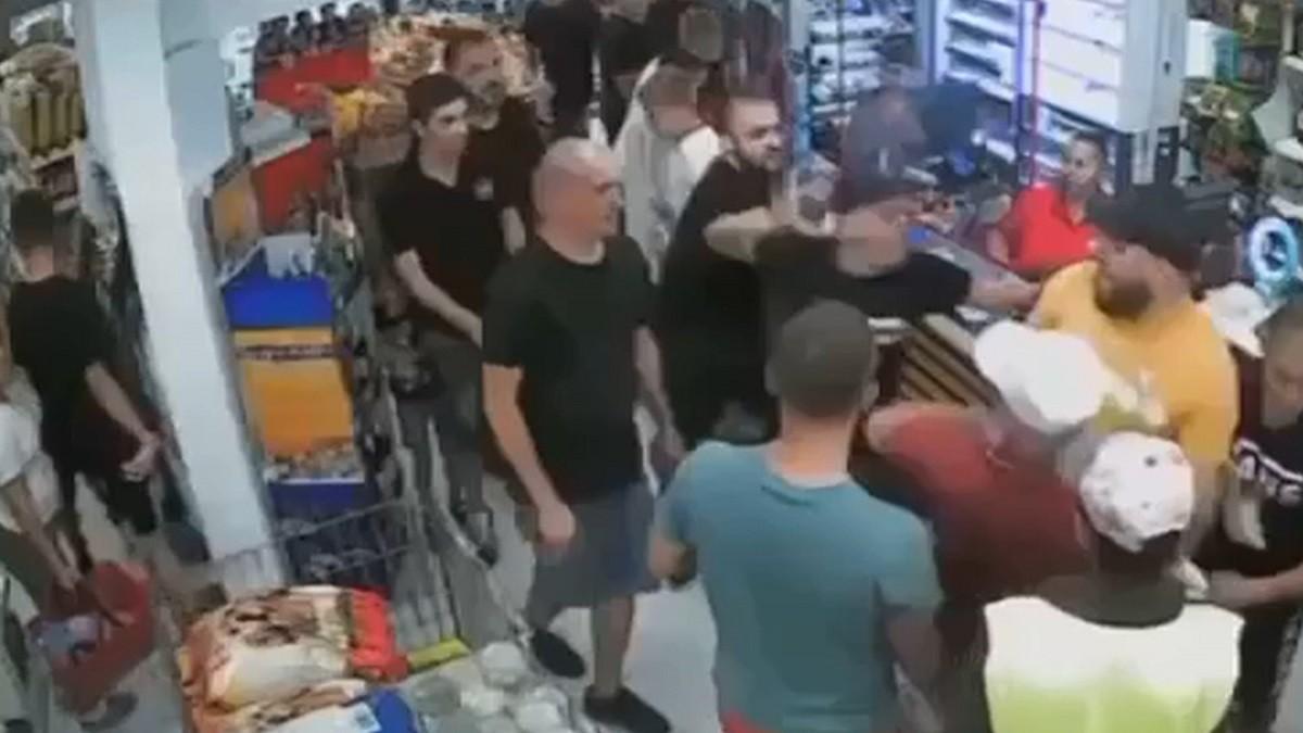 Fost consilier local, fan al echipei Unirea Dej, luat la bataiede suporterii stelişti. Atacul a fost filmat de camerele de supraveghere