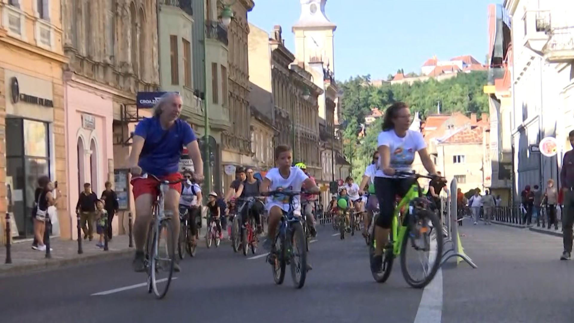 Străzi transformate în piste pentru biciclete şi colectare selectivă pentru un bilet de autobuz gratuit, în săptămâna verde, la Braşov
