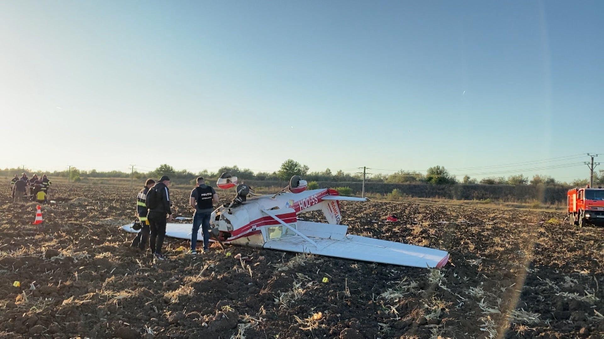Un avion Cessna 150 a aterizat forțat sâmbătă pe un câmp de lângă aerodromul Strejnic. Două persoane se aflau la bord