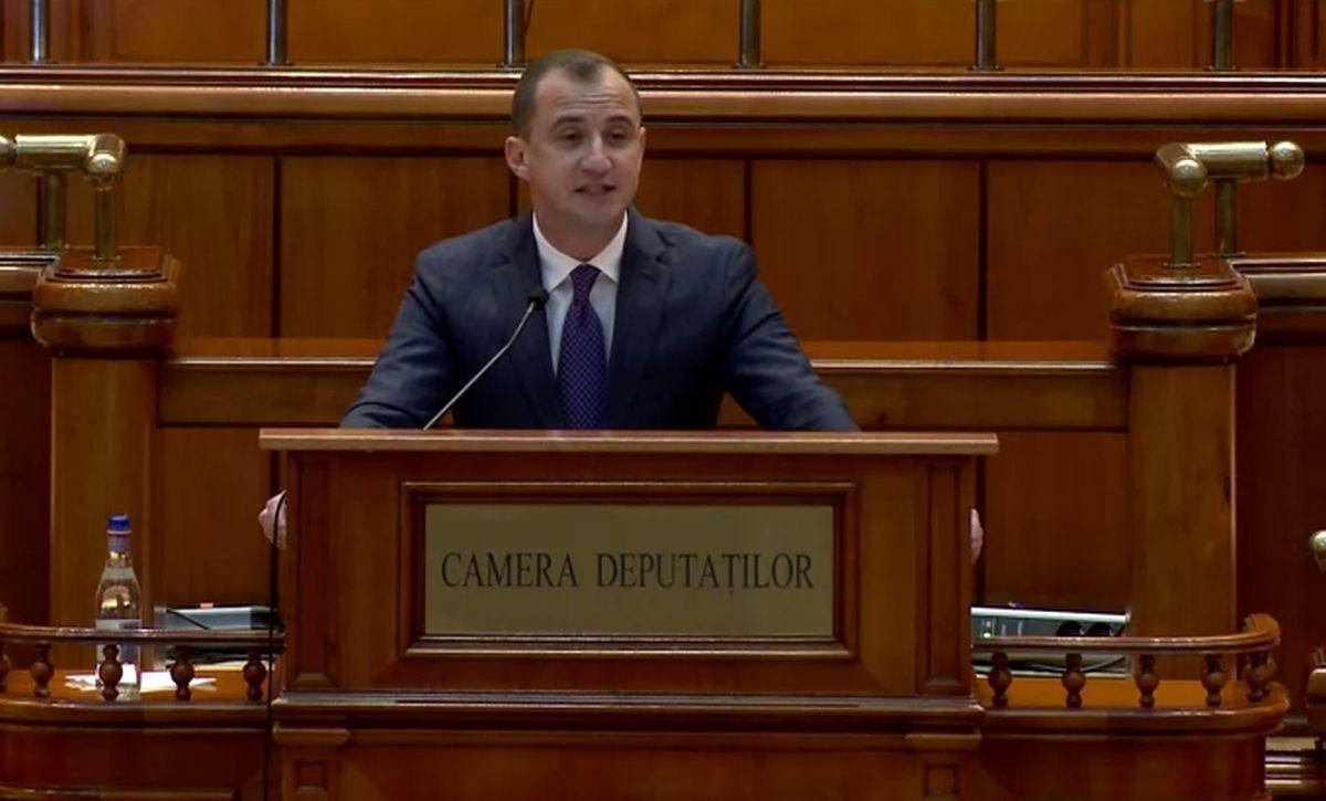 Moțiunea de cenzură a PSD împotriva Guvernului Cîțu a fost citită în parlament. Susţinătorii moţiunii, cereri reciproce de vot cu bilele la vedere. VIDEO