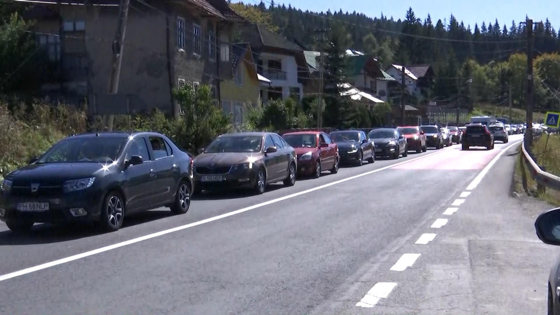 Traficul și așa aglomerat de pe DN1, îngreunat de apariția a două șantiere. Șoferii au ajuns la capătul răbdării
