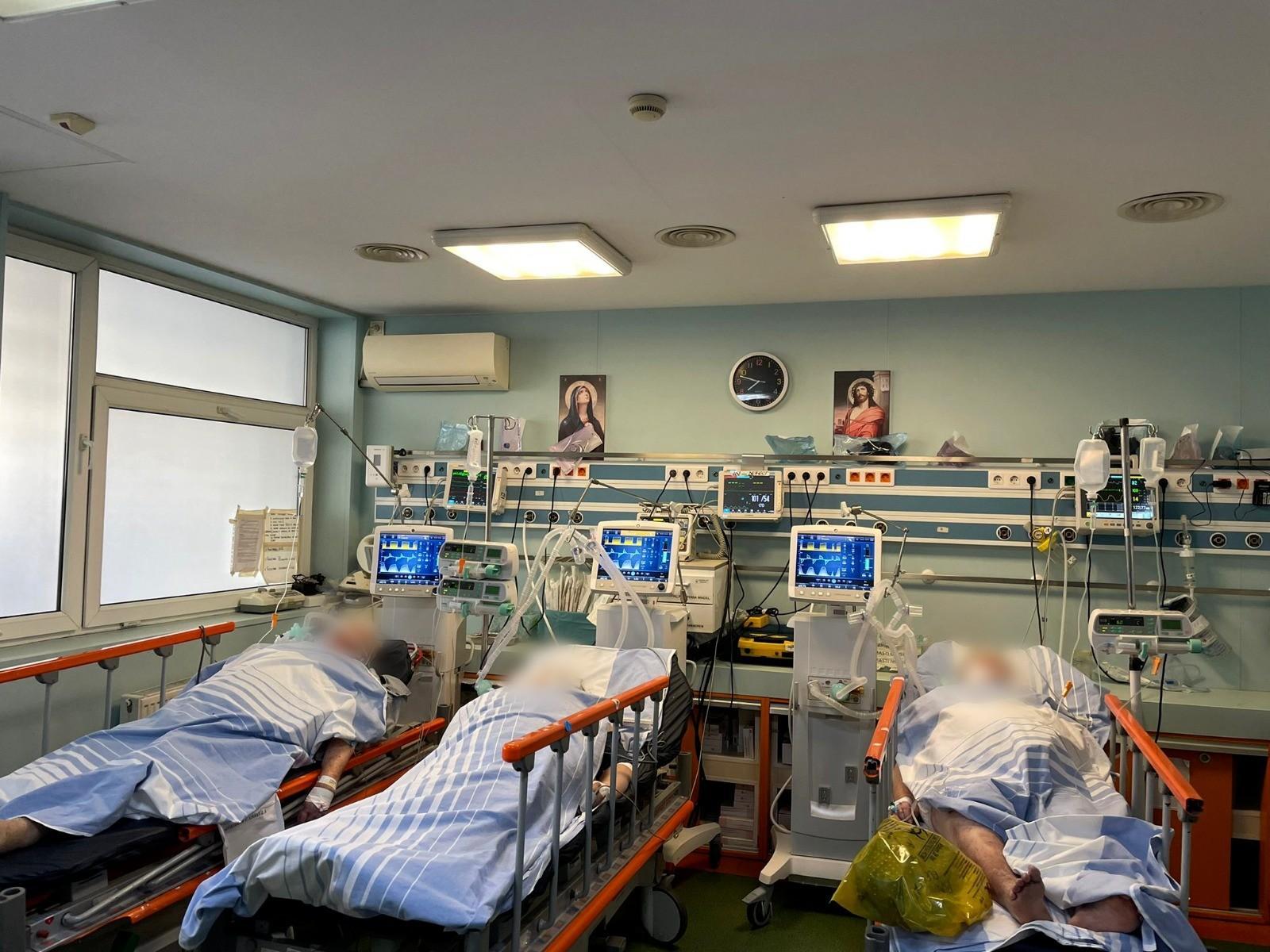 Imagine dramatică în spitale, unde se aplică medicina de dezastre: Paturi ATI căutate pe reţele de socializare de familiile bolnavilor
